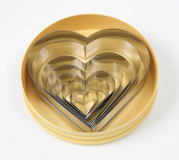 Pastry cutters heart at sweetART