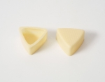 63 Chocolate shell Triangular White with Recipe suggestion